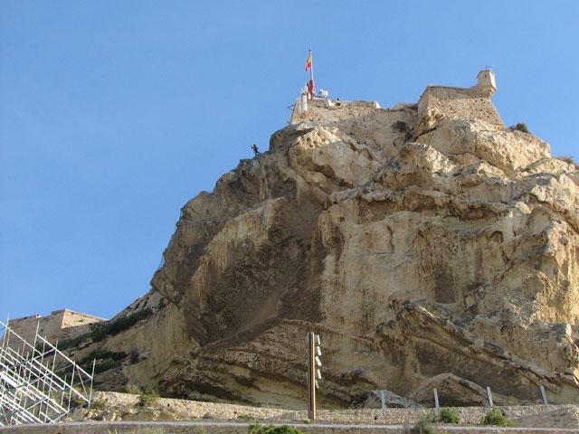 Trabajos verticales urbanos en el Monte Benacantil de Alicante